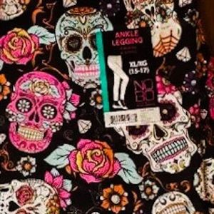 Sugar Skull Ankle Leggings Size Medium.